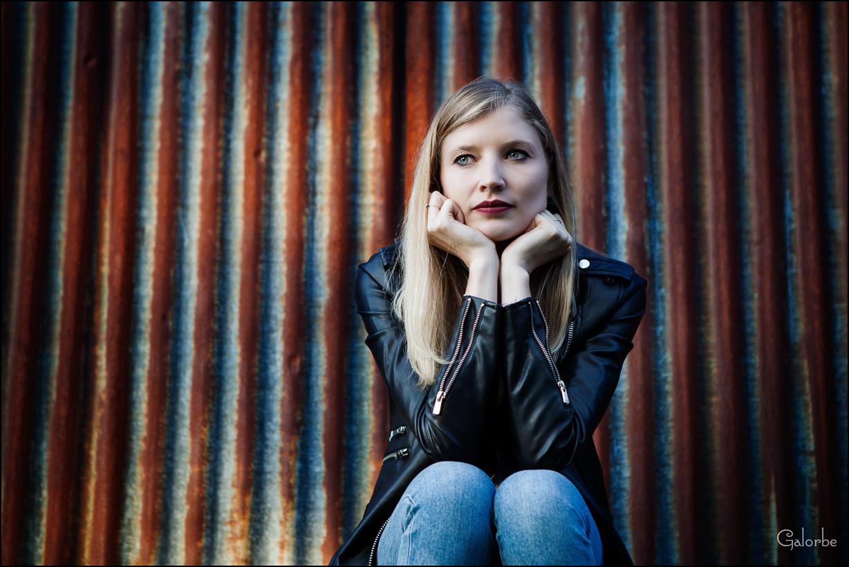 Sabrina, portrait en couleurs complémentaires